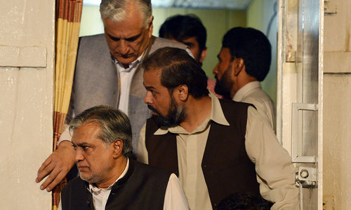 Govt team arrives at protest site for 'decisive' talks with Qadri