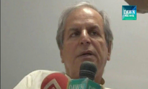 Hashmi leaves sit-in to protest PTI's joining forces with PAT