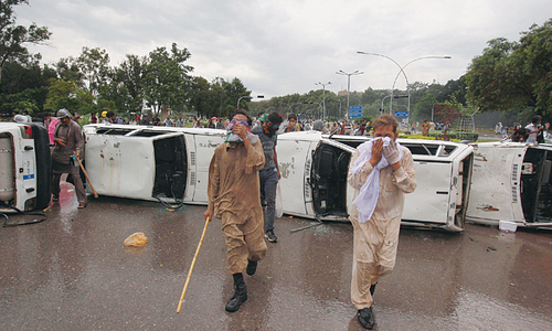 Protesters breach Secretariat, reach PM House
