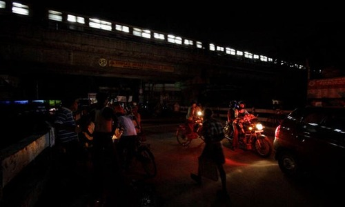 Power cuts plunge Mumbai into darkness