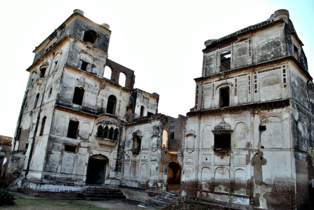 The crumbling glory of Sheikhupura Fort