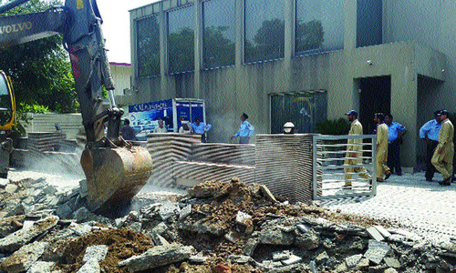 Unfinished drive against businesses in residential areas resumes
