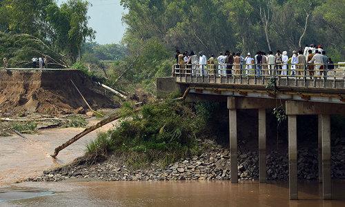 Swollen Chenab rages through Punjab
