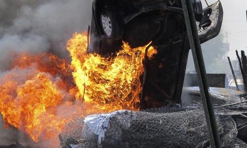 Blasts kill 12 as Kerry visits Iraq capital