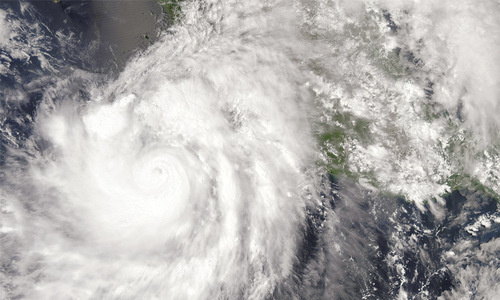 Powerful hurricane aims at Mexico's resort area