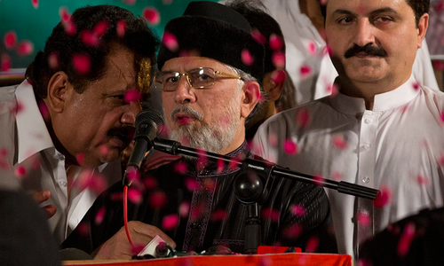 Qadri urges 'patriotic institutions' to act against 'corrupt' rulers