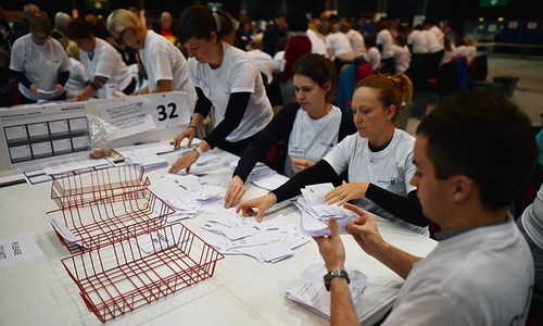 Early count points to record turnout in Scotland vote