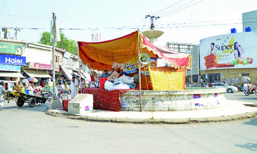 Fountain at Fawara Chowk occupied by PML-N traders