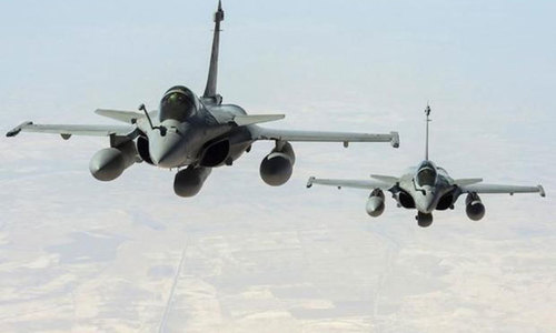France mounts Iraq strikes as militants advance in Syria
