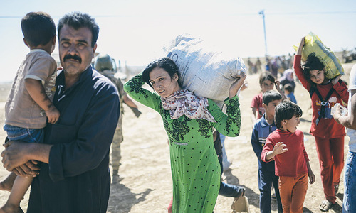 Thousands of Syrian Kurds flee to Turkey amid Islamic State advance
