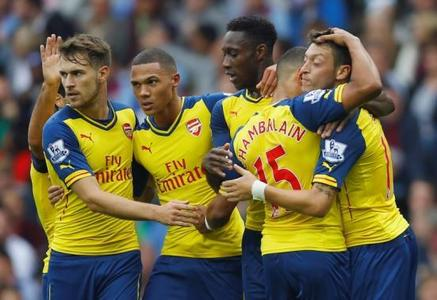 Ozil helps Arsenal trounce Villa, Liverpool stumble