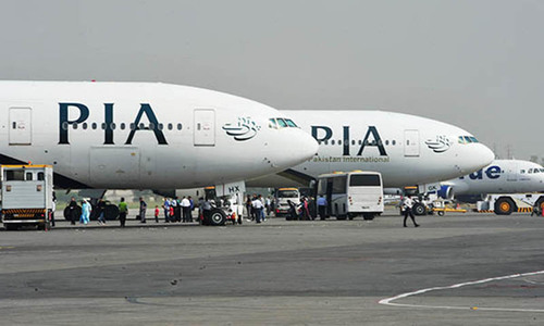 PIA crew accused of smuggling iPhones