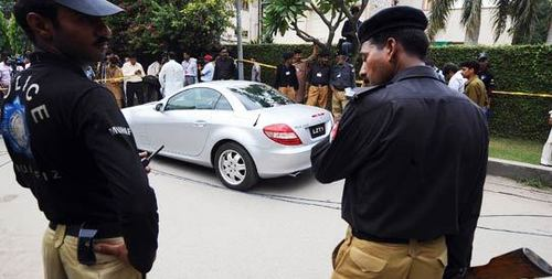 Punjab police beat park staff  over entry ticket