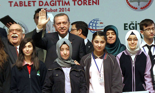 Turkey lifts ban on headscarves at high schools