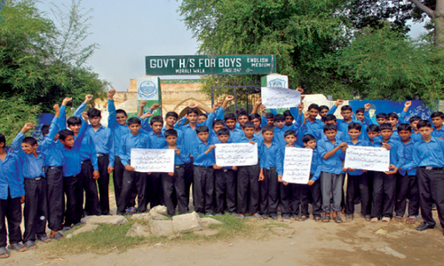 Students protest shortage of classrooms