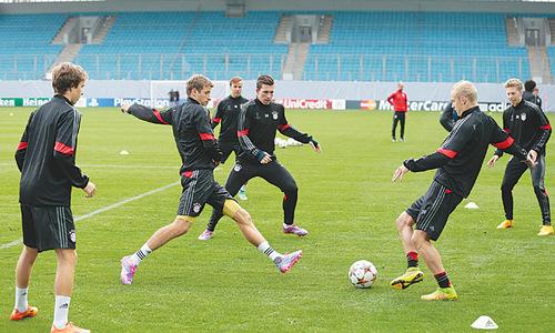 Pressure already on City, Mourinho returns to Lisbon