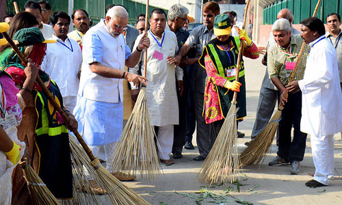 Modi wields broom in new 'Clean India' push