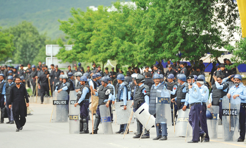 Police desertions add to thinning of crowd at sit-ins