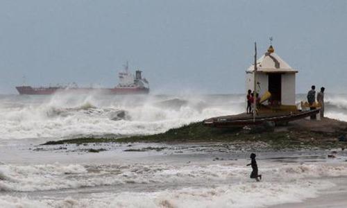 Cyclone batters India's eastern coast; 24 killed