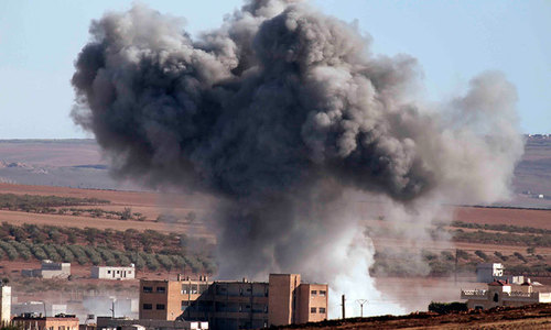 Turkey helping Kurdish fighters cross into Kobani