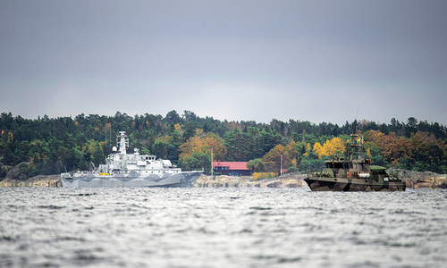 Sweden ready to use force against suspected submarine