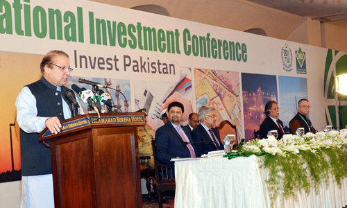 Nawaz woos foreign investors with high returns