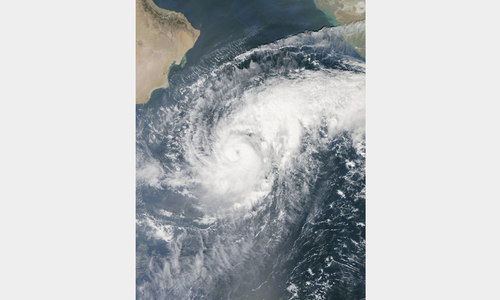 Cyclone fears force evacuations in Gujarat