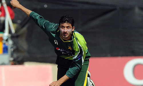 Junaid diagnosed with knee fracture