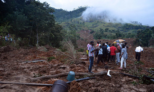 At least 100 buried alive in Sri Lanka mudslide