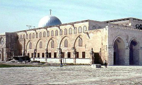 Muslim men over 50 return to Al Aqsa mosque