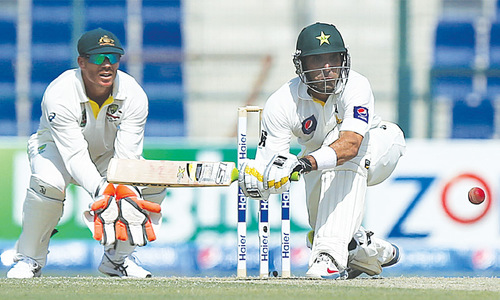 Younis' double treat leads Pakistan run-fest as Aussies toil