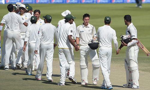 Pakistan sail along serenely as Kiwis wilt
