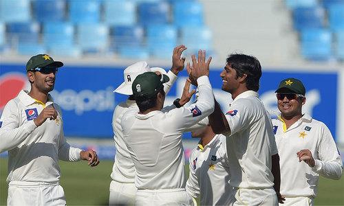 نیوزی لینڈ کے 403 رنز کے جواب میں پاکستان  کی 2 وکٹیں گرگئیں