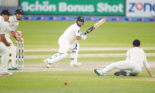 Plucky New Zealand make Pakistan fight for runs