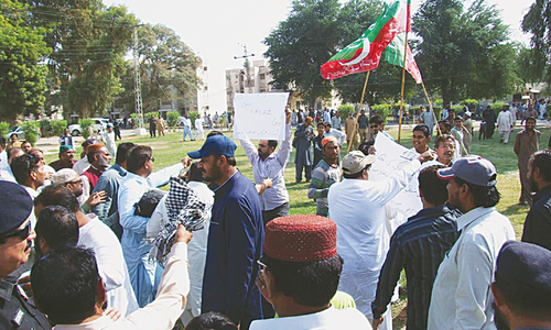 Power minister faces angry consumers, PTI protest in Hyderabad