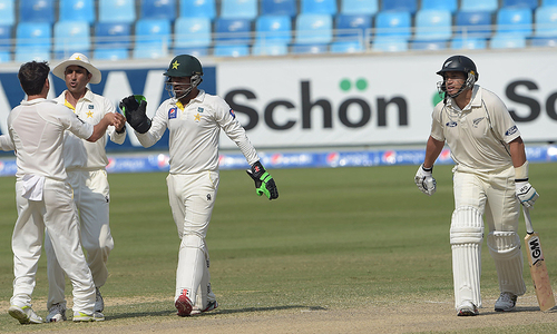 New Zealand set Pakistan 261 to win after Taylor hundred
