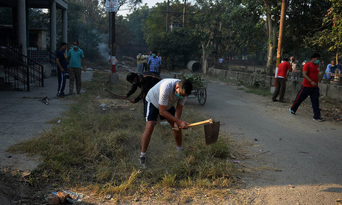 Indians muck in for cleaner communities