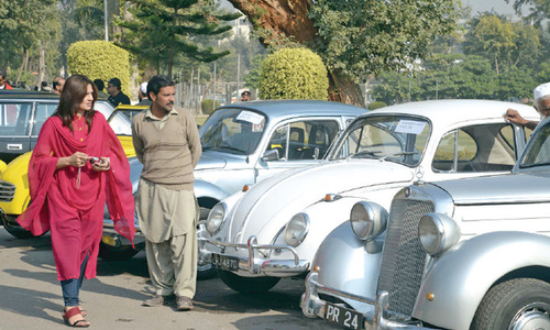 Vintage cars roll through Peshawar