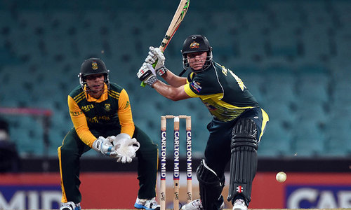 Australia edge South Africa in last ODI to top rankings