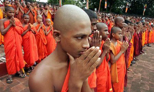 Opposition in Sri Lanka seeks support of monks