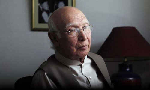Pak-US ties improving, says Sartaj Aziz