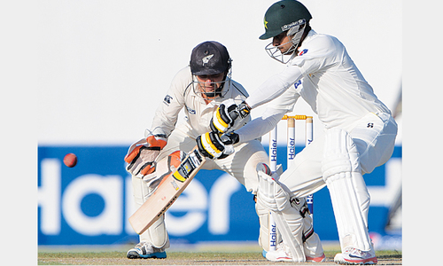 Hafeez returns with dominating ton to lift Pakistan