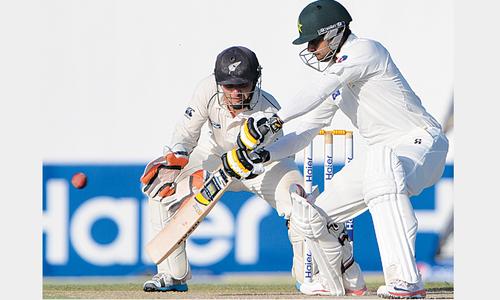 Hafeez returns with dominating ton to lift Pakistan