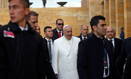 Pope Francis arrives in Turkey for key visit