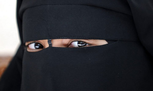 Face veils and males