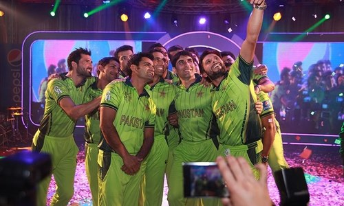 Kit unveiling: Selfies, star power and crass humour