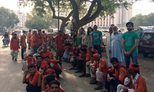 In Karachi, 'Robin Hood Army' borrows from the rich to feed the poor