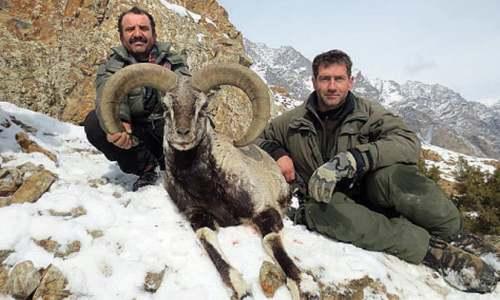 Italian man hunts blue sheep in Hunza