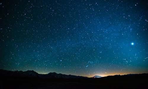 ستاروں سے بھی آتی ہیں آوازیں