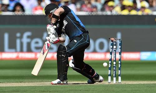 LIVE | Guptill, McCullum gone, Australia on top
